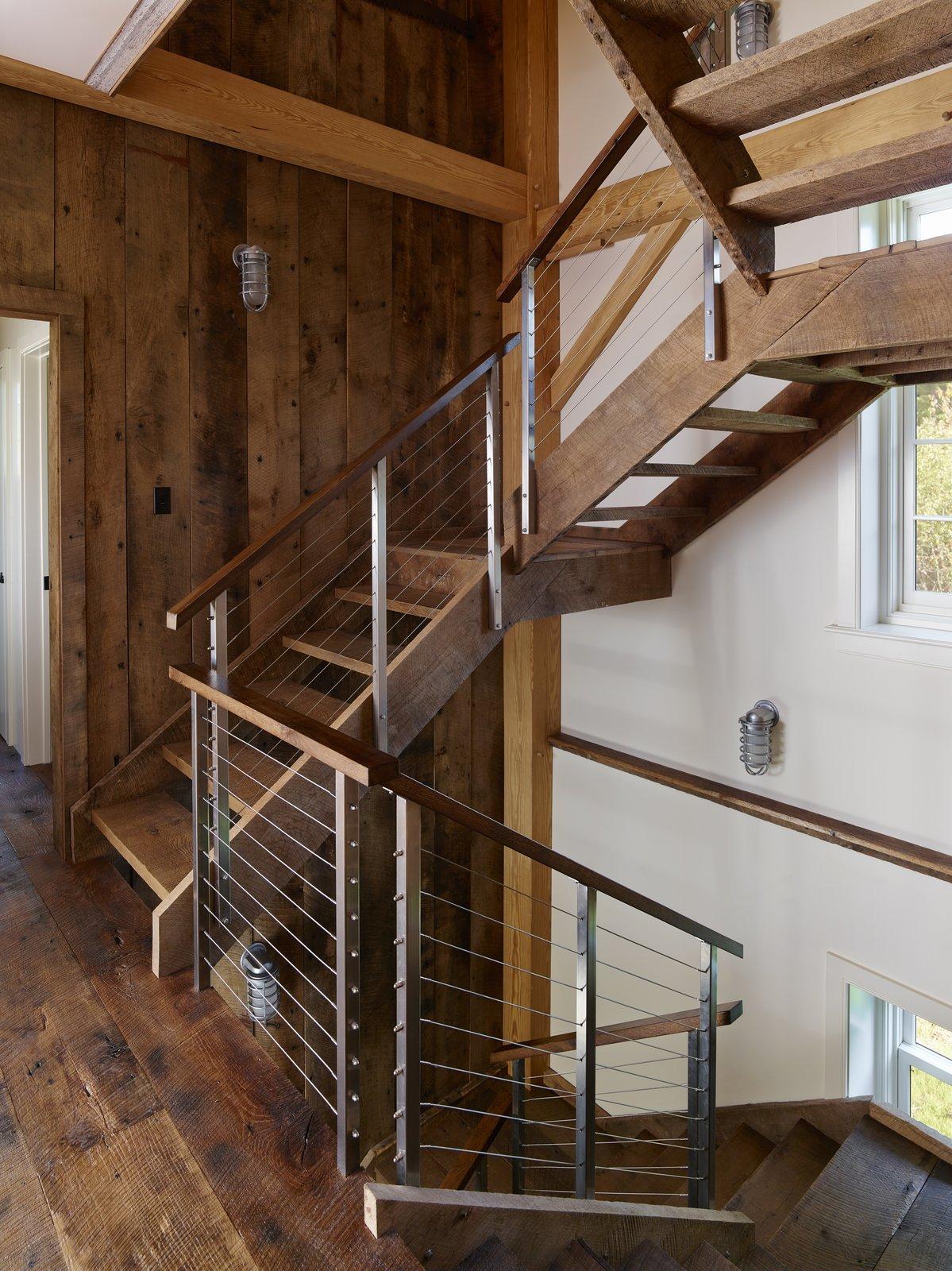 Лестница на второй этаж для дачного домика своими руками фото