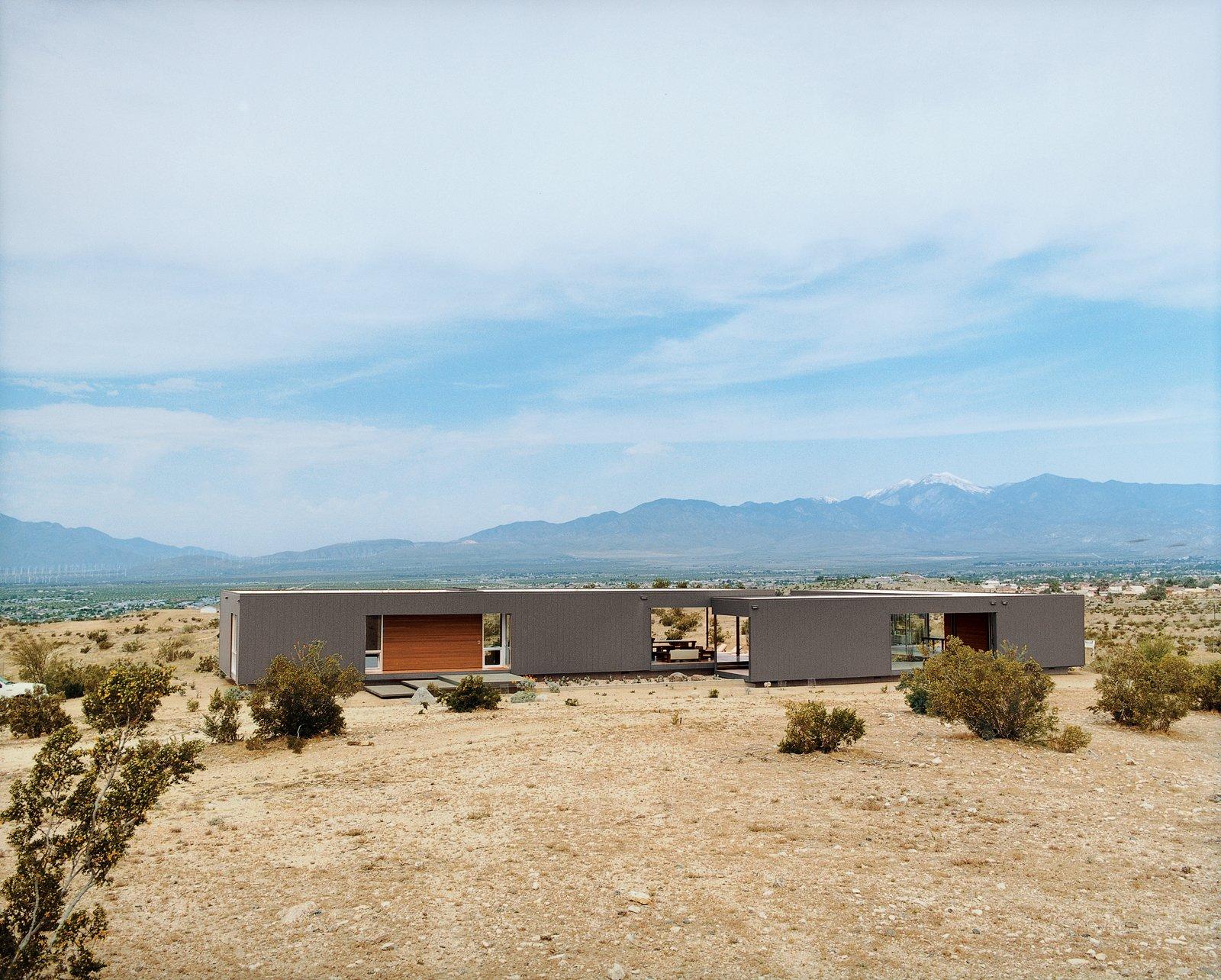 #desertutopia #desert #marmolradziner #marmol #radzinner #prefab #exterior #modernarchitecture  Photo 10 of 23 in 20 Desert Homes from modern homes