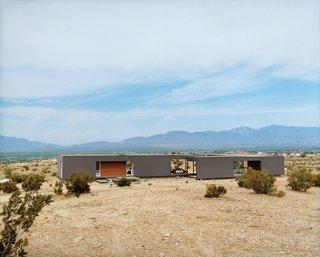 20 Desert Homes - Photo 10 of 23 - #desertutopia<br>#desert<br>#marmolradziner<br>#marmol<br>#radzinner<br>#prefab<br>#exterior<br>#modernarchitecture