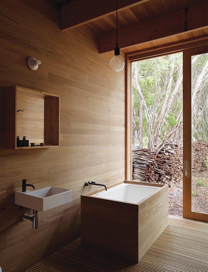 #bathroom #bathtub #soakingtub #wood #minimal #Australia #AnnickHoule  Baths by Lara Deam