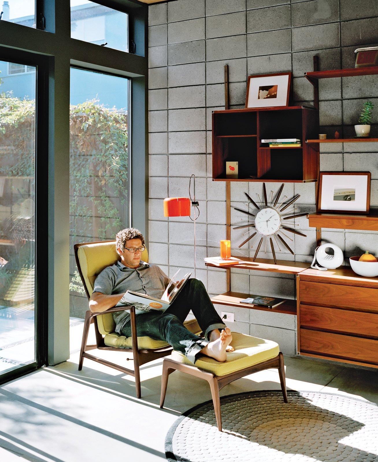#midcenturymodern #lounge #chair #livingrooms #light