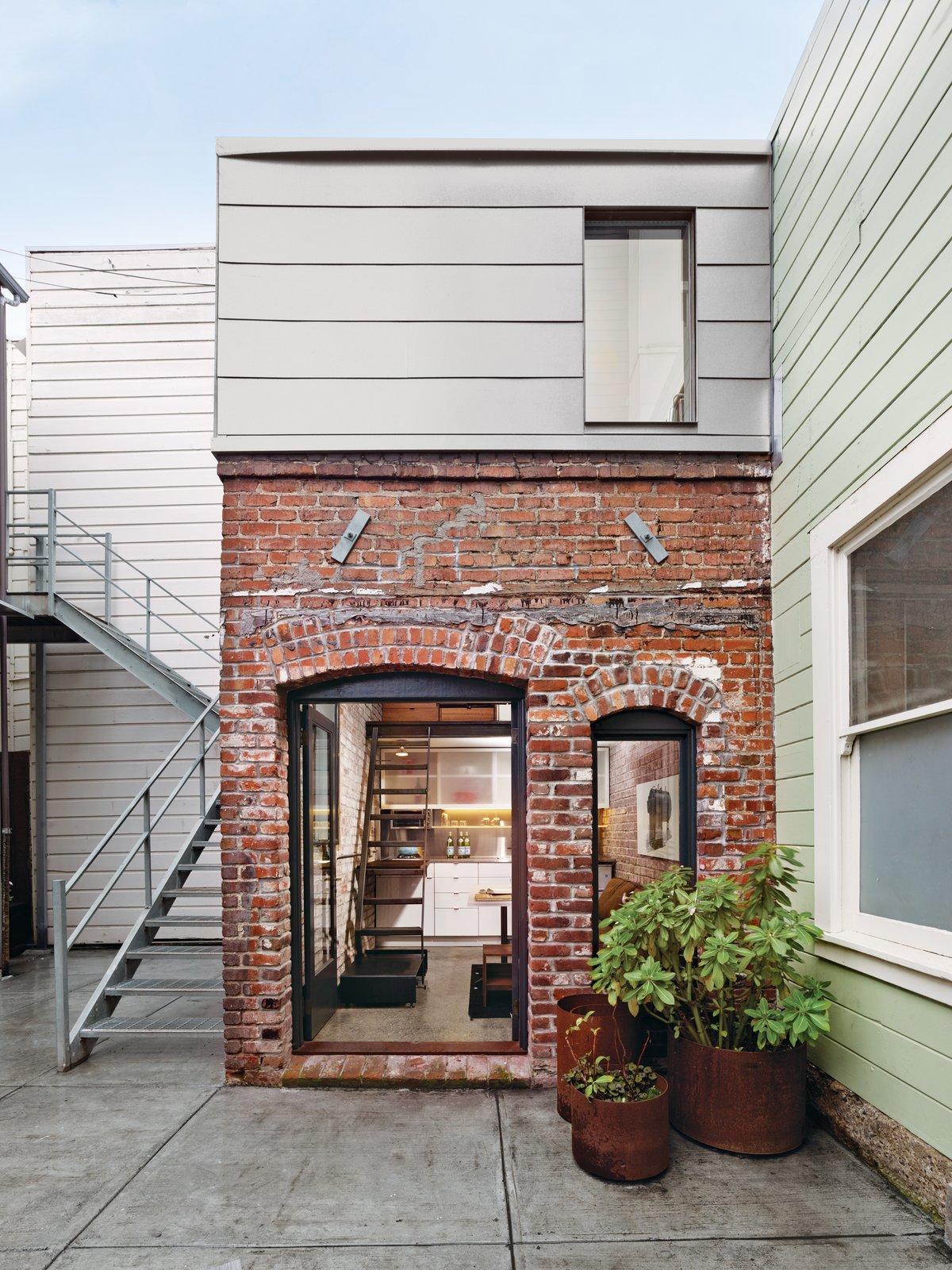 #smallspaces #brick #boilerroom #exterior #outside #outdoor #landscape #plants #SanFrancisco #guesthouse #stairs #ladder #ChristiAzevedo