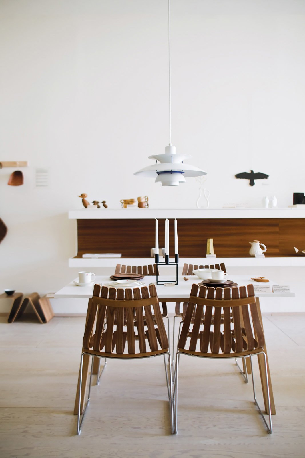 #lighting #modern #moderndesign #design #interior #whitewall #seatingdesign #dining #louispoulsen #lamp #scandia #chairs #PH5lamp #sandratable #thomassandell #asplund #hansbrattrud #fjordfiesta   60+ Modern Lighting Solutions by Dwell