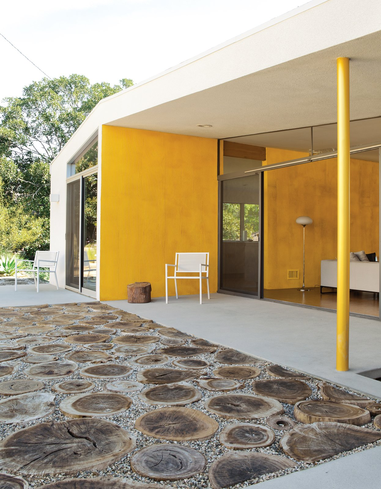#color #yellow #minimal #backyard #patio #coveredpatio #exterior #outdoor #openair #renovation #LosAngeles #California #TaalmanKoch