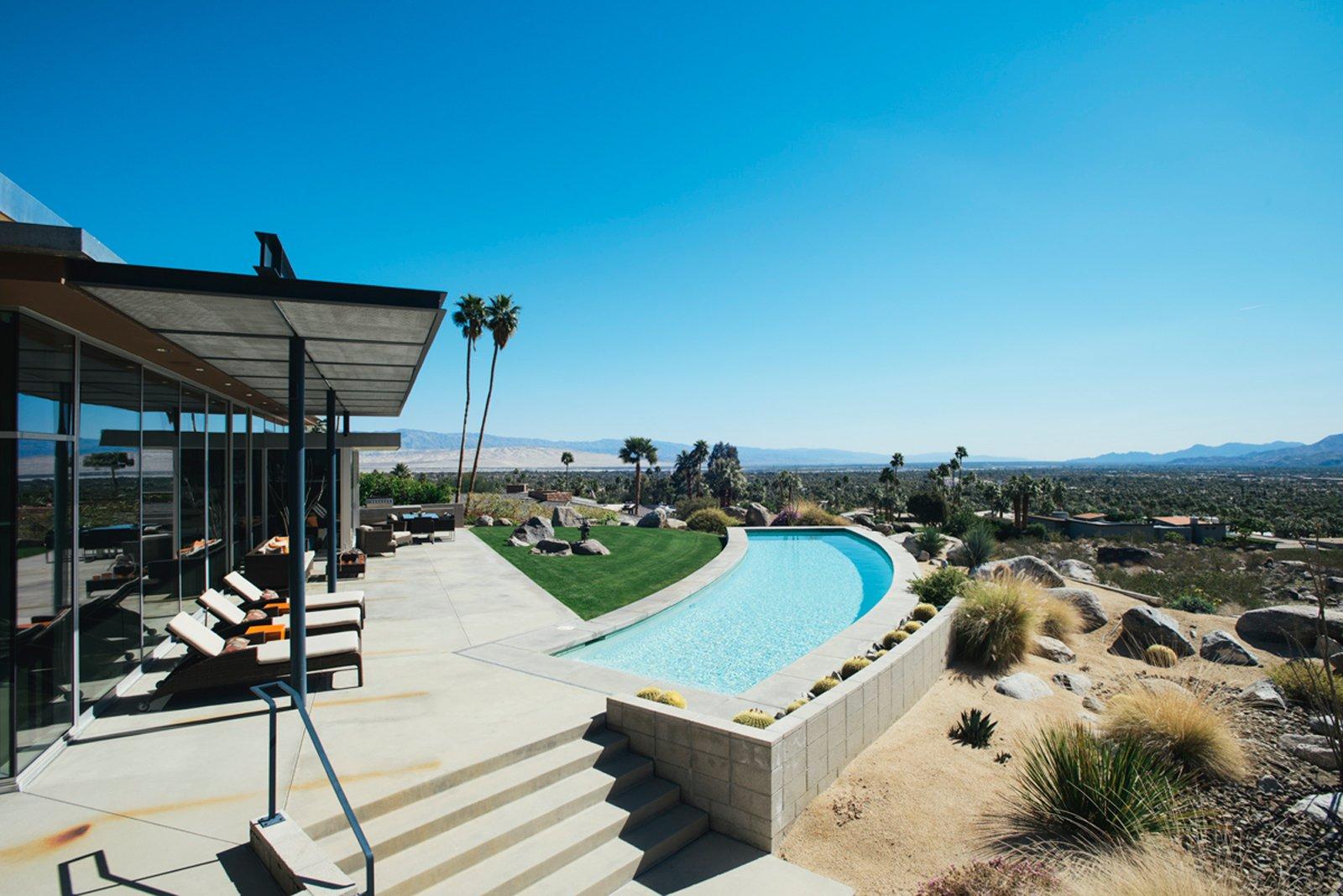 #pooldesign #modern #moderndesign #outdoor #exterior #pool #backyard #swimmingpool #desert #PalmSprings   Photo 12 of 23 in 20 Desert Homes from Viva La Tucson