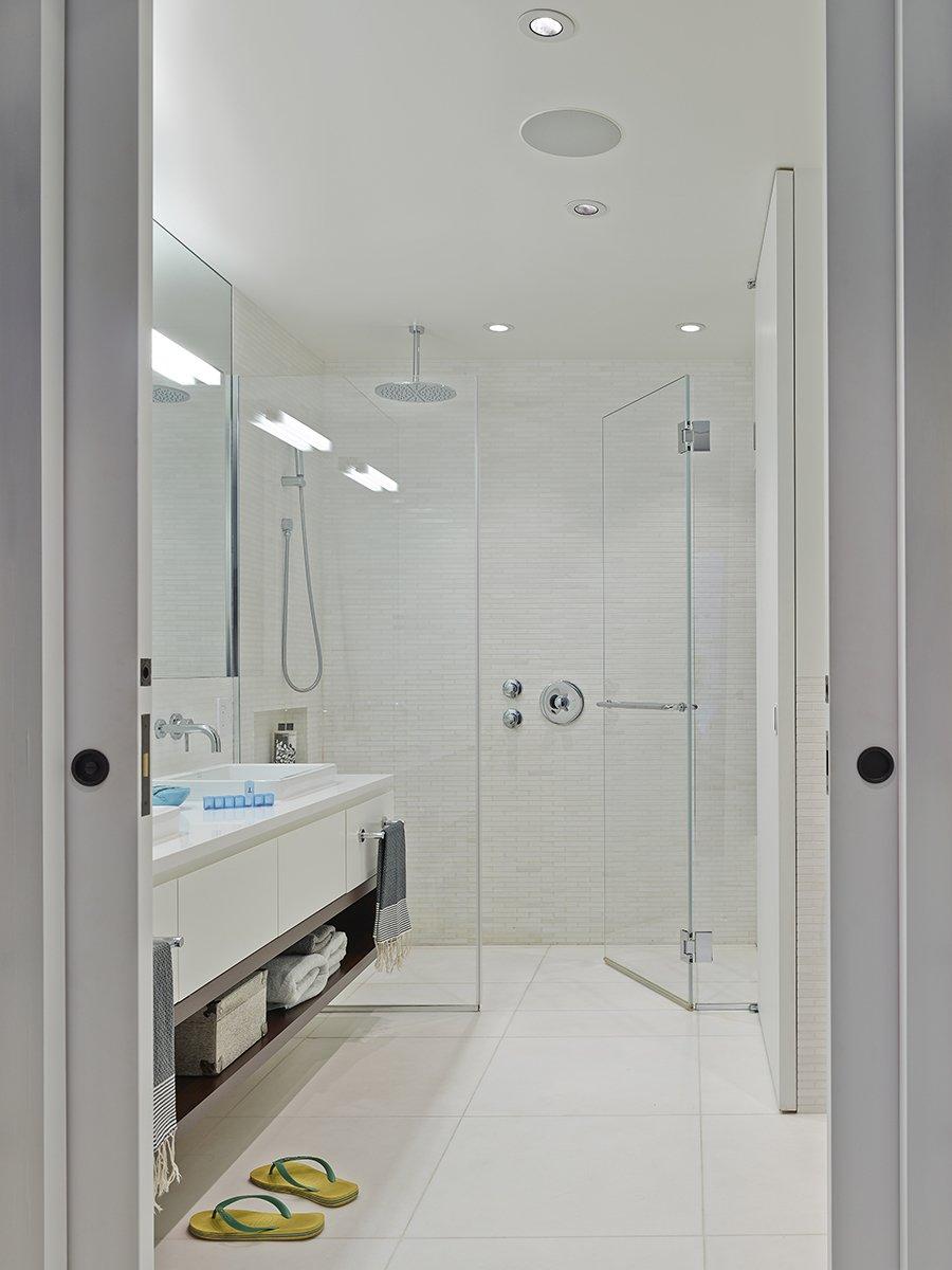Modern bathroom design remodeling and decor ideas for Dwell bathroom designs