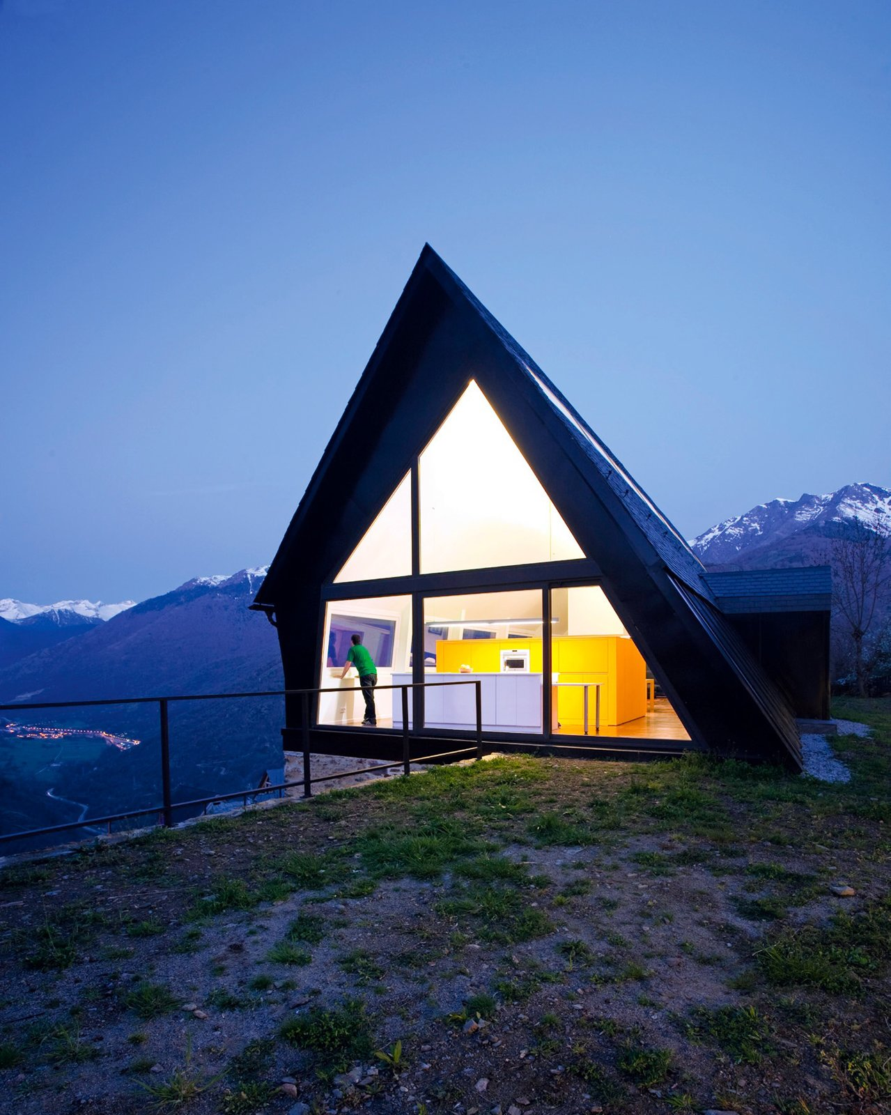 Photo 32 of 101 in 101 best modern cabins from modern a for A frame cabin builders