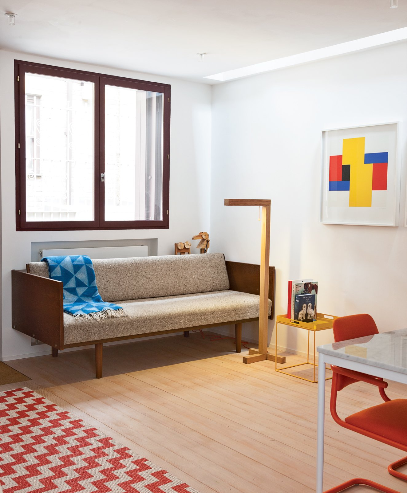 This London guesthouse's primary colored decor is centered around an abstract painting. Photo by Ben Anders.  Photo 3 of 10 in A Colorful, Custom-Built Guesthouse in London