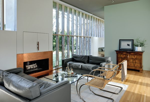 Big windows need massive supports that are hard to disguise. To get unobstructed views, Levy did away with the beams, opting instead to use laminated veneer lumber studs to hold the windows in place. The Poltrona Frau sofas date from the 1980s, and the cane-chrome armchairs are from Gebrüder Thonet Vienna.