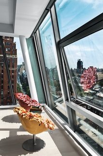 Eye in the Sky: Urban Apartment Overlooking NYC's The High Line - Photo 9 of 9 -
