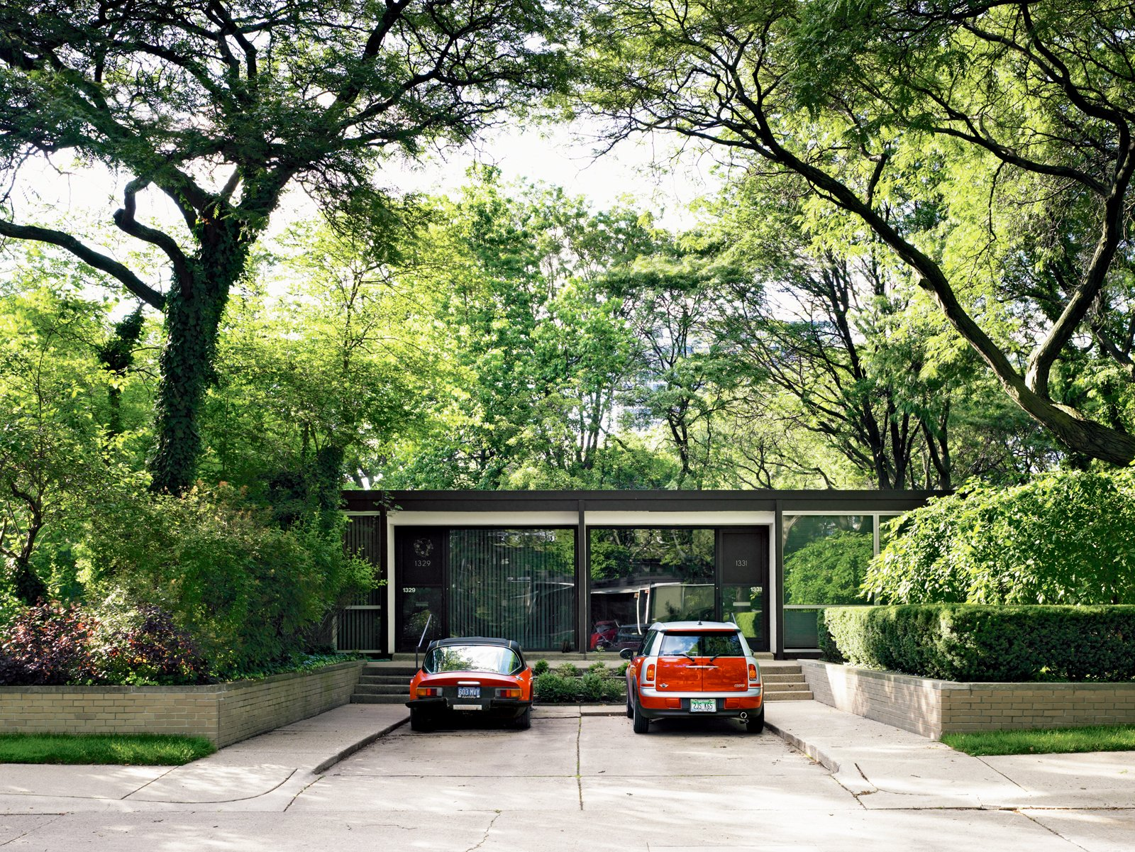 A one-story villa in Lafayette Park.  Midcentury Homes by Dwell from Mies van der Rohe, Lafayette Park