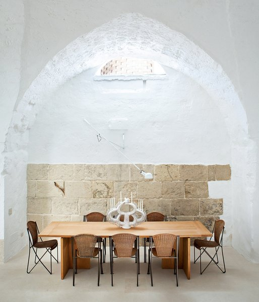 Ludovica Serafini and Roberto Palomba, who work as Ludovica+Roberto Palomba, commissioned a dining table of their own design from Exteta and paired it with Abanica chairs by Oscar Tusquets for Driade.