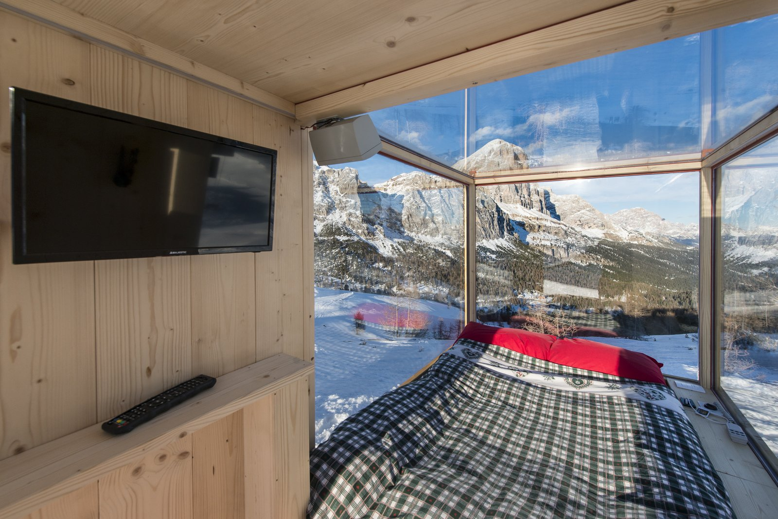 The interior is climate-controlled and ideal for star watching.  Modern Winter Retreats by Aileen Kwun from One Stunning Panorama, 6,742 Feet High Up in the Alps