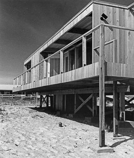 A Look at Richard Meier's Iconic Lambert House - Photo 2 of 5 -