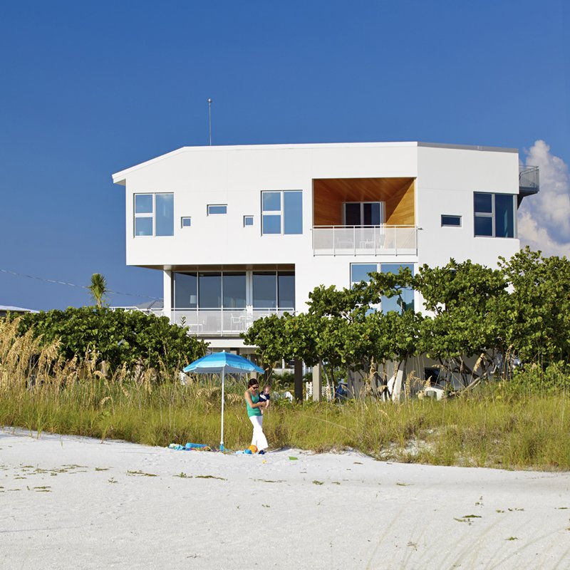 Angular modern beach house in florida dwell for Modern houses in florida