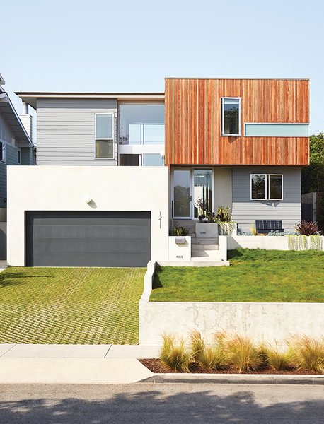Seeking more space and a seamless transition to the outdoors, Steve and Colleen Nusinow of Redondo Beach, California, turned to Robert Sweet.