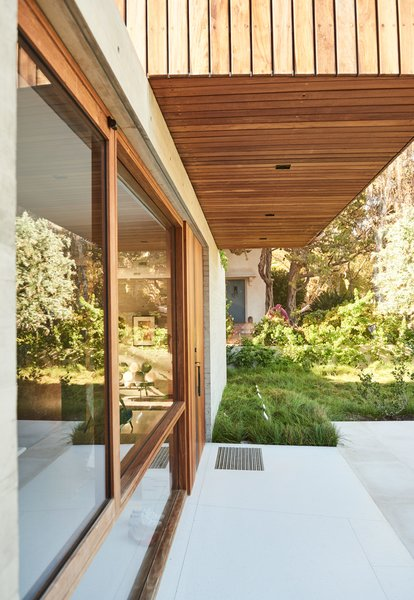 The house was designed as a long, linear structure to accommodate the residents' request that visitors always feel connected to the site as a whole.