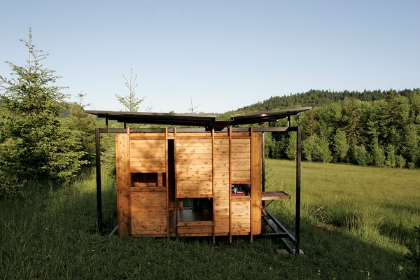 The prefab steel frame lightly touches the wood to prevent mold and mildew.