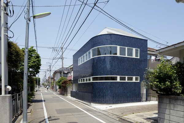 """The blue porcelain tiles covering the house's exterior are typical of commercial buildings of earlier decades. """"It was intended to invoke nostalgia of the past and newness at the same time,"""" lead architect Akio Nakasa says. Photo  of Half & Half House modern home"""