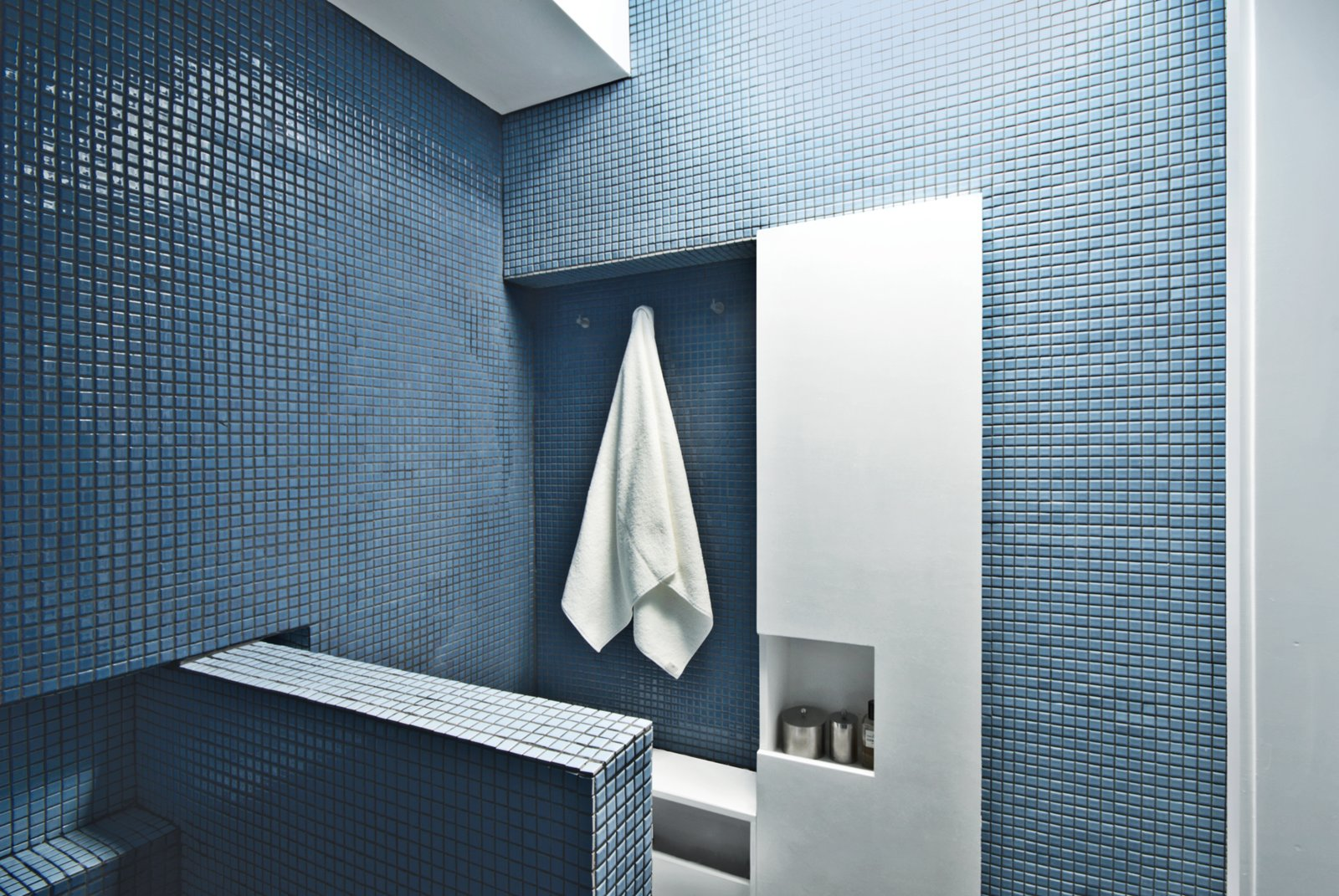 How to bathrooms for small spaces collection of 9 photos for Limited space bathroom ideas