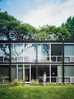 "20 Modern Homes From the Midwest - Photo 2 of 20 - Residents are allowed a small swath to plant gardens. ""A lot of credit is due to the landscape architect,"" says Barlow, and ""Mies's floor-to-ceiling windows make the spaces feel open, while at the same time the canopy of trees makes you feel protected. It's a private, quiet, green oasis within spitting distance of the freeway, and you'd never know it."""