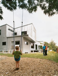 20 Modern Homes From the Midwest - Photo 3 of 20 - Tom McMurtrie and Genia Service with their five-year-old son, Gary.
