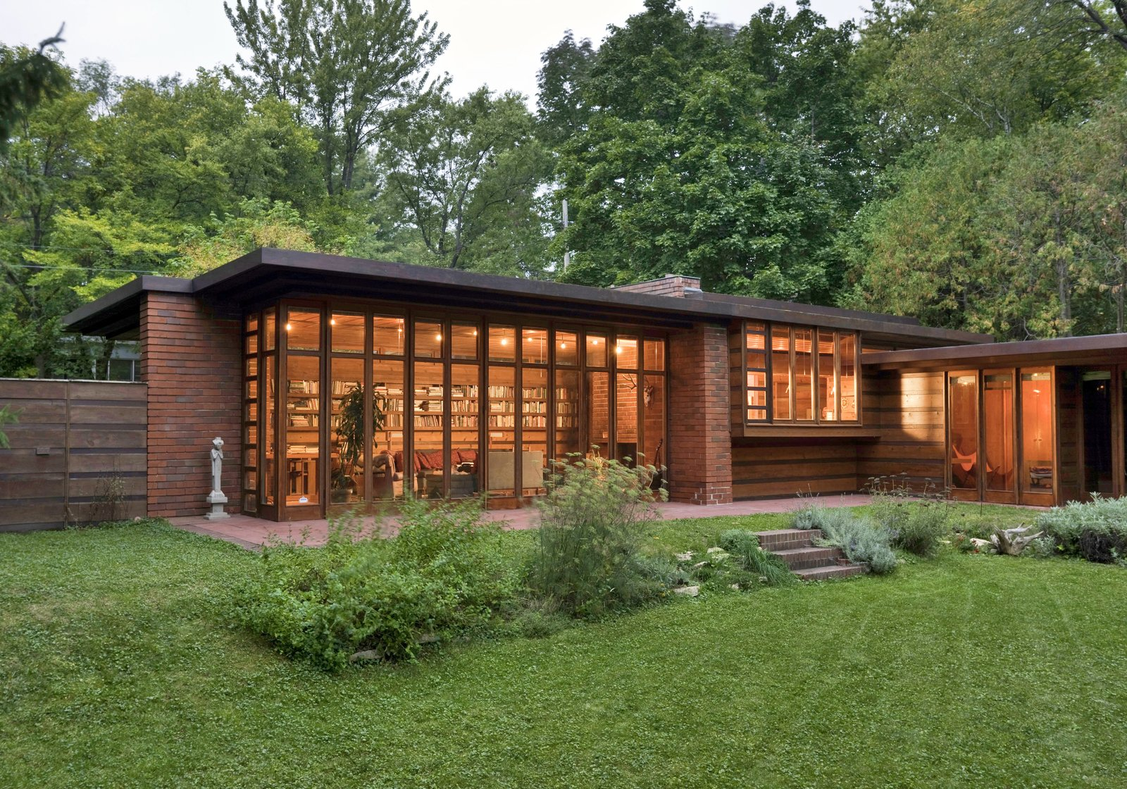What you need to know about frank lloyd wright 39 s usonian for Frank lloyd wright style house plans