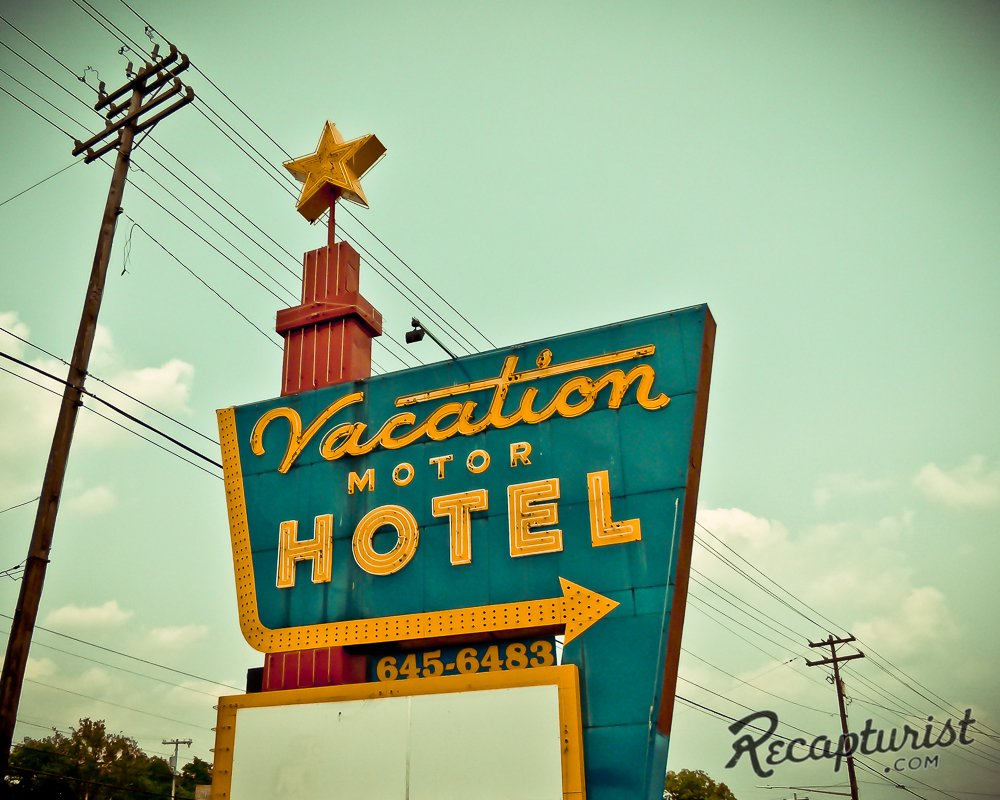 The Vacation Motor Hotel in Clarksville, Tennessee.  Photo 7 of 9 in These Amazing Vintage Signs Are a Blast from America's Past