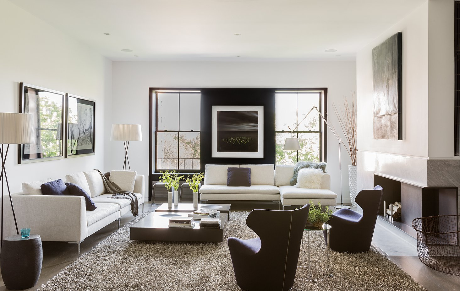 Since a sophisticated, modern look was imperative to the architectural design, the same was expected of the furnishings. A B&B Italia Charles sofa, chaise lounge, and Piccola Papilio chairs fill the living room. Trípode Floor Lamps by Santa & Cole frame the sofa.