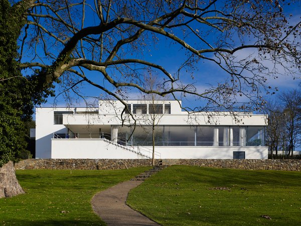 Mies's Villa Tugendhat on iconichouses.org