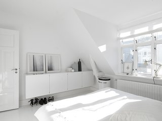 Black, White, and Gray All Over: Monochromatic Copenhagen Townhouse - Photo 5 of 12 -