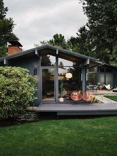 Midcentury Renovation in Portland Capitalizes on Nature with Seven Doors to the Outside - Photo 15 of 19 -