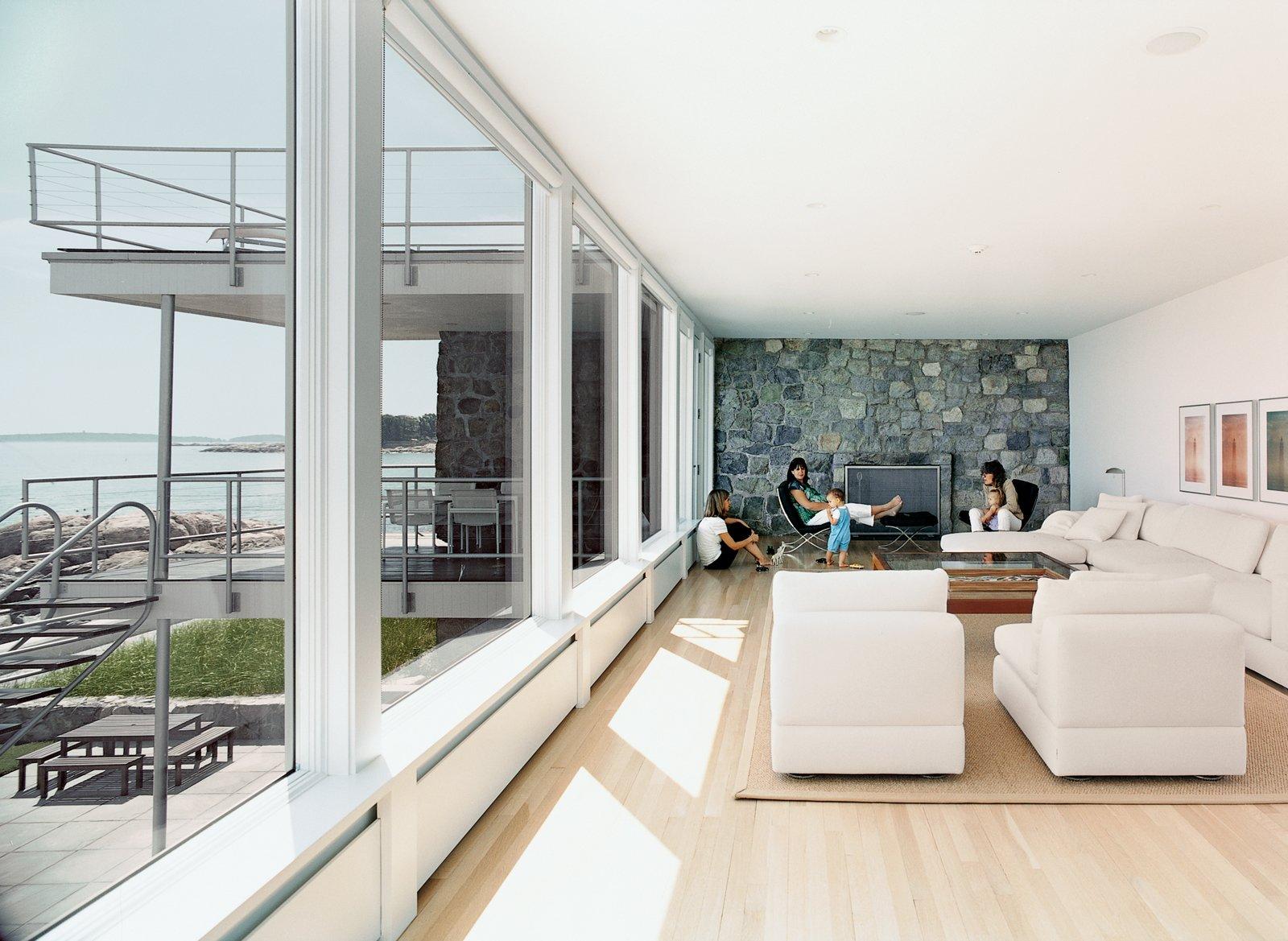 Bauhaus by the sea dwell for Decoracion de interiores rustico