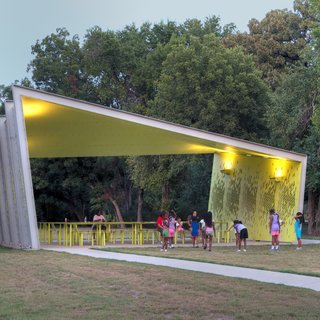 A collaboration between the Oslo- and New York-based firm Snohetta and the Dallas firm Architexas, the College Park pavilion has become an inviting gathering point for residents of the surrounding community, well west of the Dallas city center. Photo by Carolyn Brown.