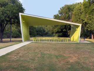 The architects positioned the pavilion to serve as a gateway between an active part of the park, where playing fields dominate, and the less active, more natural eastern end. Photo by Carolyn Brown.