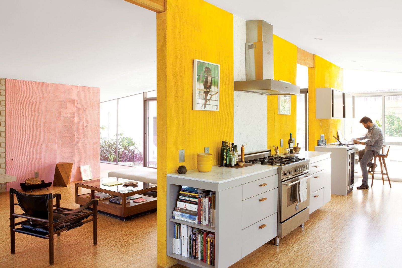 A fresh dose of color livens up this midcentury los for Licht interieur