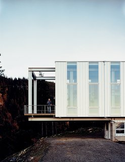 "Architect Peter Anderson explains that ""the floating nature of the design would not have been possible with conventional onsite framing techniques, nor any of the currently marketed modular home designs."" Using a heavy structural steel frame, engineered wood spline beam system, and structural insulated panels, the architects created a truly unique hybrid structural system and, in the end, a home."