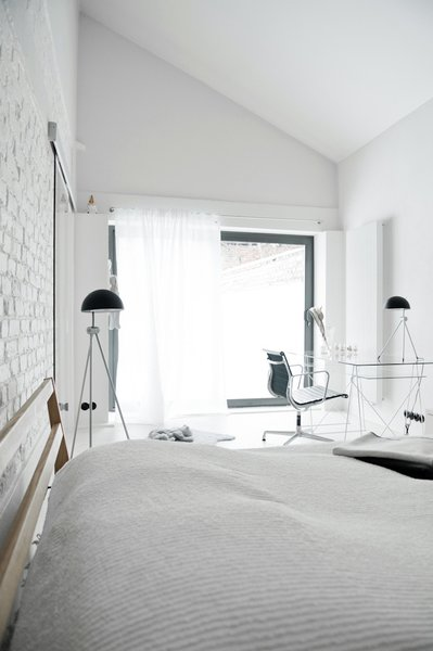 For the bedroom, the designer selected a bed by Muji and floor lamps by Lightyears.
