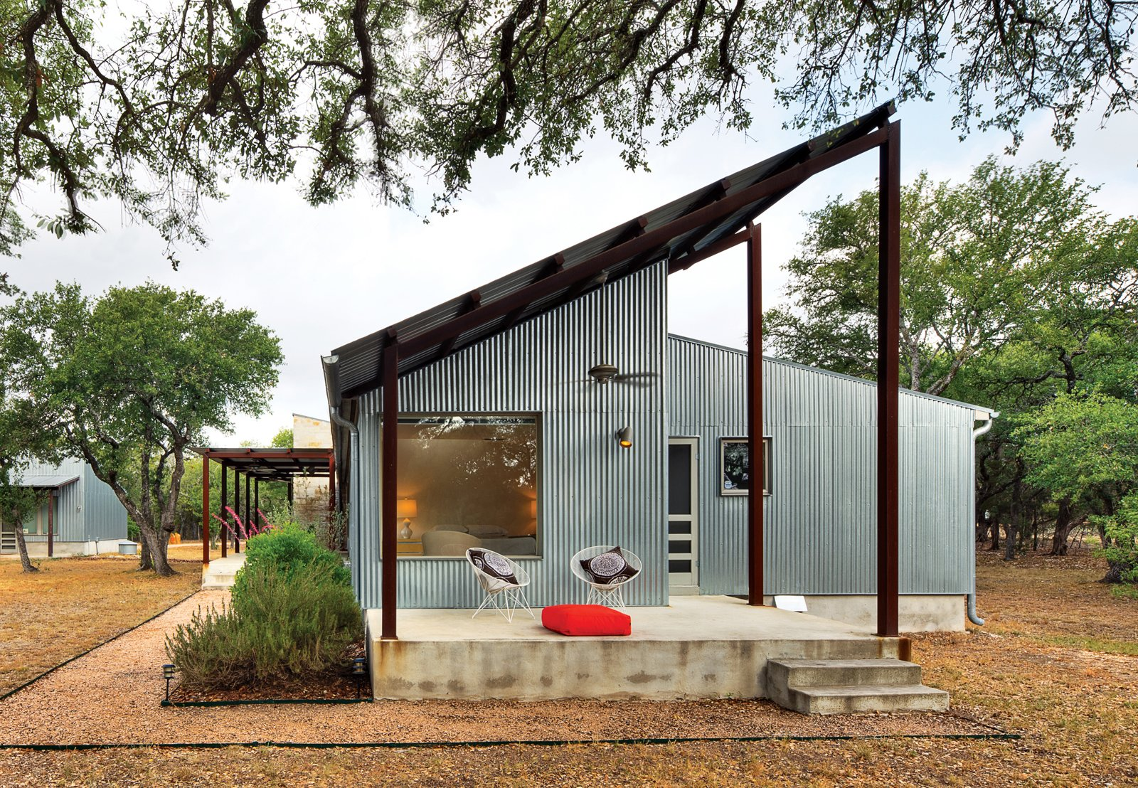 Best western our favorite modern homes in texas for Modern house quintet