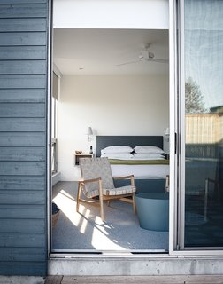 Modern Lakeside Retreat Stripped Down to the Basics - Photo 9 of 11 -