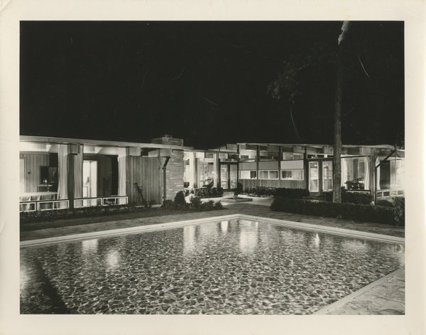 An exterior view of the Duenke residence. Photo by Hutchinson Photography, courtesy of the D. Anne Lewis & Franc Flotron Collection.