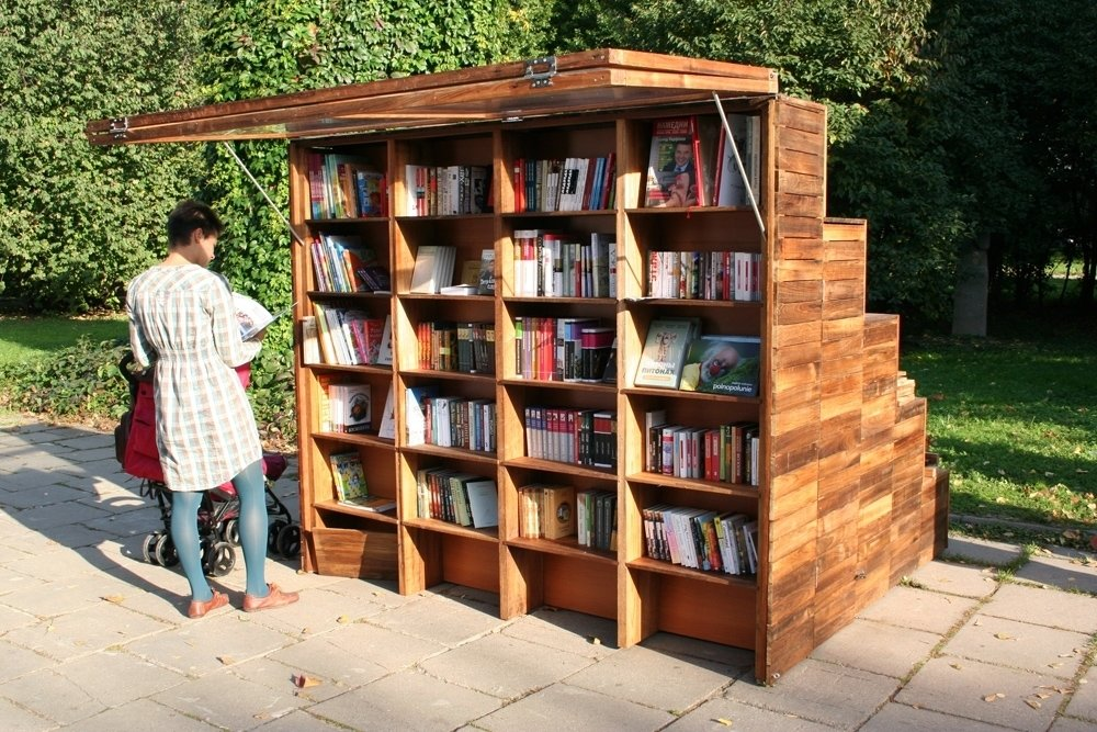 Enticed by the bookstand's offerings, one reader picks and chooses, casually using the awning as a sunshade. Photo courtesy of Ruetemple Architectural Studio.