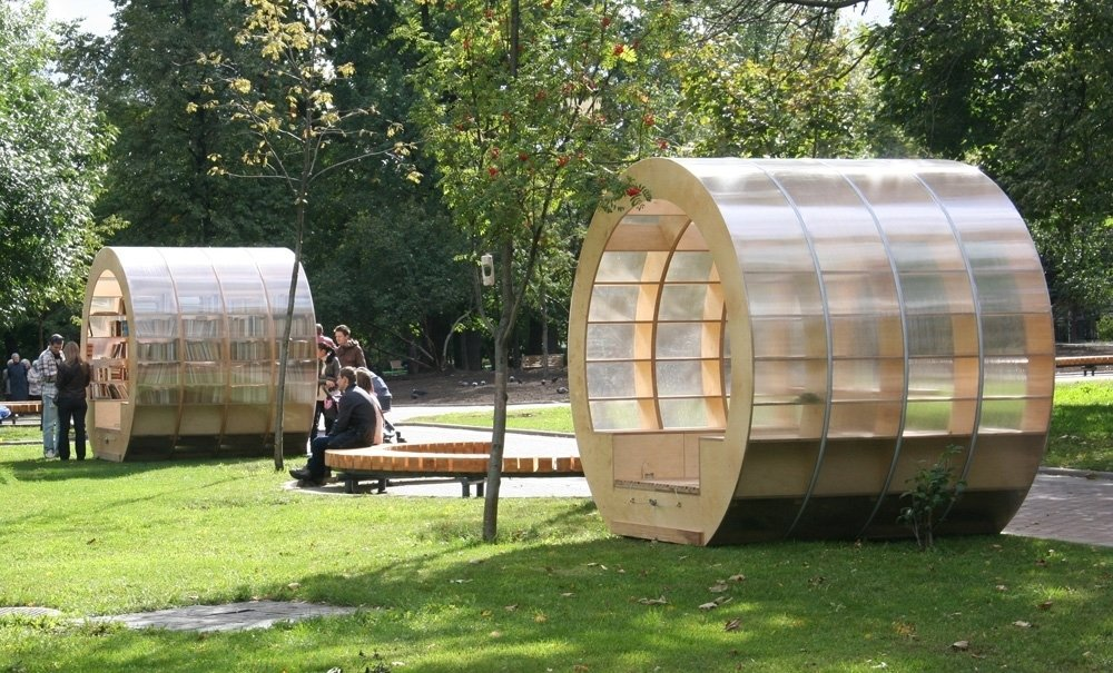 Breaking the boundaries between park and library, Ruetemple's book-objects invite the quiet crowds in a Moscow park to escape the mundane. Photo courtesy of Ruetemple Architectural Studio.  Innovative Outdoor Libraries in Russia by Jacqueline Leahy