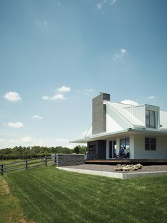 "20 Modern Homes From the Midwest - Photo 7 of 20 - ""They were really pushing for a traditional farmhouse,"" explains architect Matthew Hufft, of the Kansas City–based firm Hufft Projects. ""But through the design process, they got more and more excited about modern."""