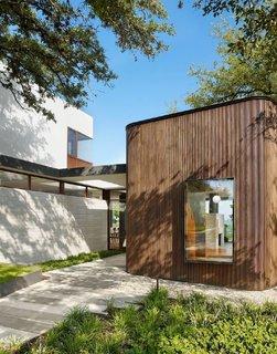 A Sensitive Modern House in Austin, Texas - Photo 4 of 7 -