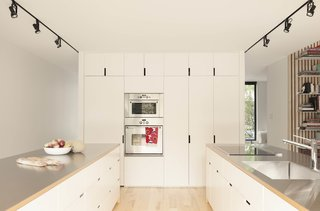 A Transformative Duplex Renovation in Montreal - Photo 6 of 15 -