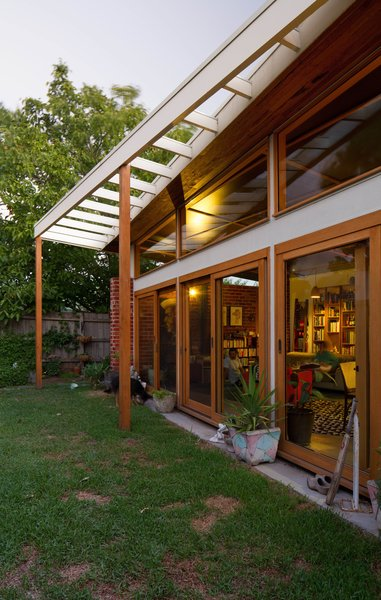 This is the first house in Victoria whose structural timber is entirely Forestry Stewardship Council-certified. Fuscaldo sourced the wood himself, visiting hardware outlets around Melbourne, telling the builder where to get the best materials, and double-checking the integrity of the timber when it showed up. Photo by Nic Granleese.