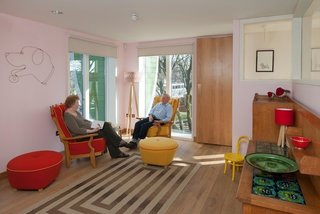 Maggie's Centres: A Blueprint for Cancer Care - Photo 8 of 14 - Nottingham sitting room. Architect: Piers Gogh, CZWG Architects. © Martine Hamilton Knight.