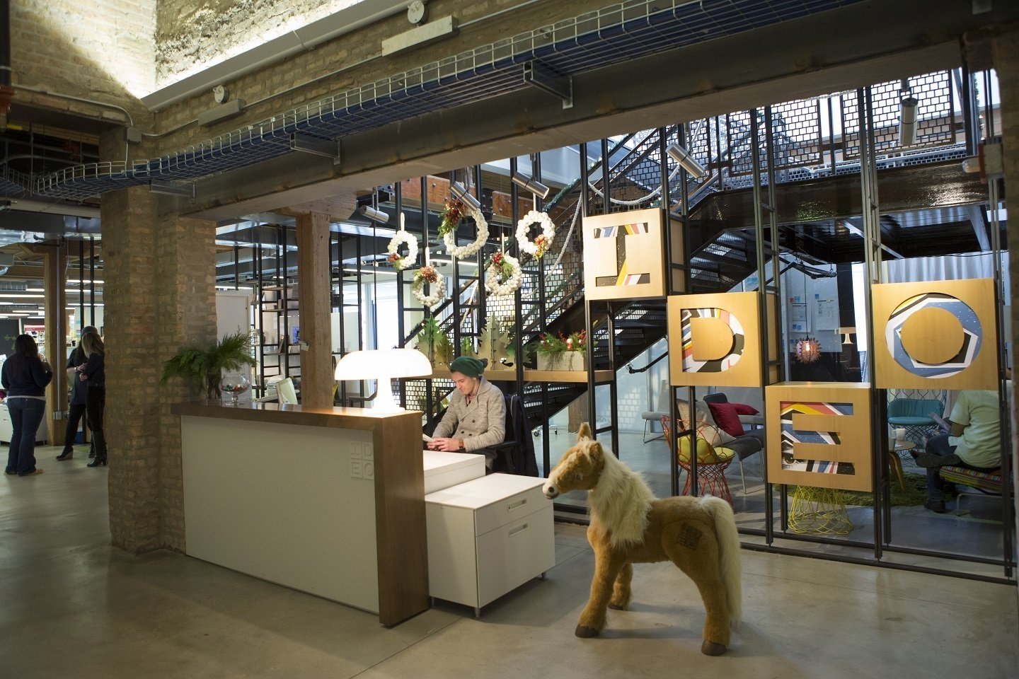 Photo 8 of 23 in innovative workspaces across chicago dwell for Innovation consulting chicago