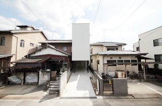Minimal Home on a Narrow Plot in Japan - Photo 1 of 7 -